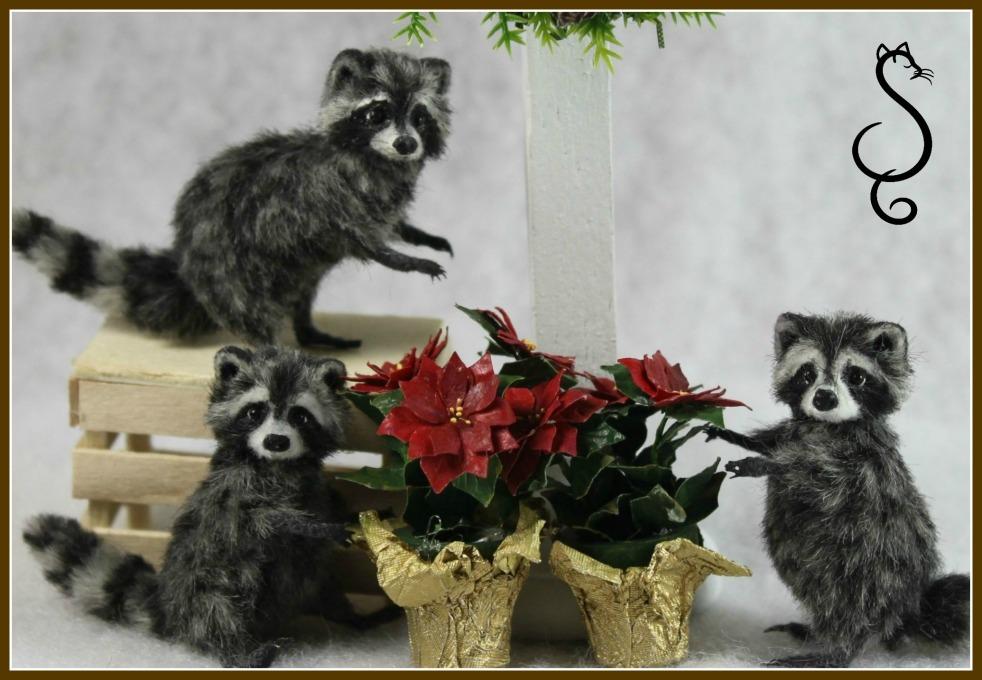 Raccoons and  Christmas Wreath_Decorating for Christmas_0006
